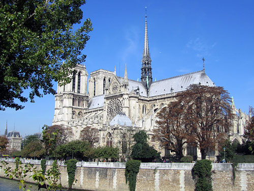 Notre Dame, resting serenly on Île de la Cité