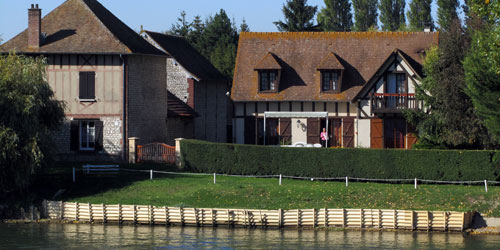 A typical French home along the Siene.